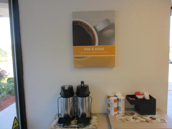 Motel 6 Huntsville - Madison: coffee area