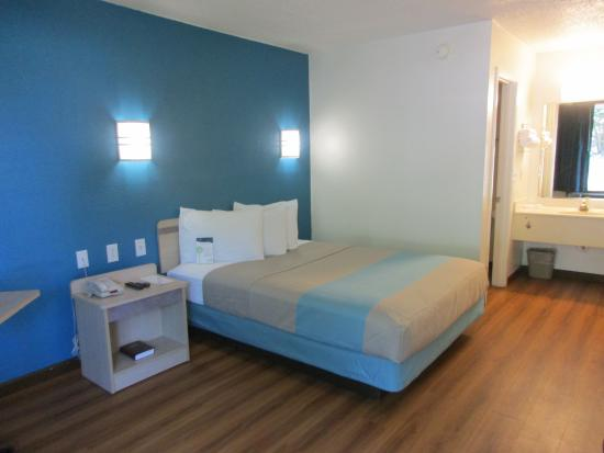 Motel 6 Huntsville - Madison : newly renovated room