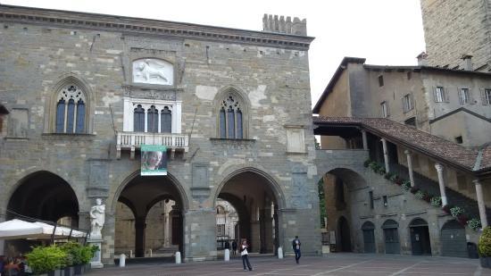 Fontana Contarini : Piazza Vecchia