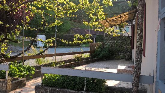 Borreze, France: La terrasse ombragée