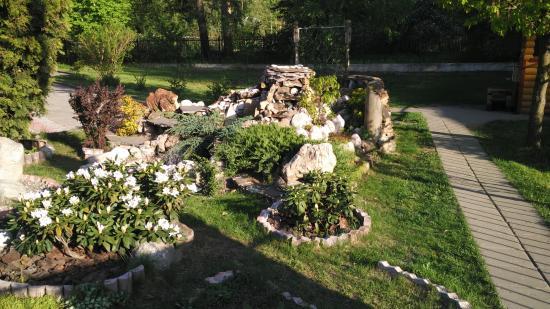 Kratovo, Rosja: Украшения во дворе храма
