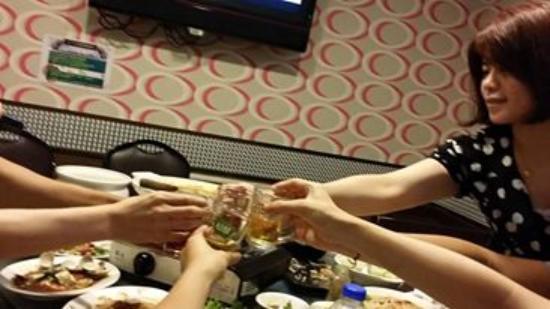 Xian Zhan Seafood Rechao Restaurant: 鱻客棧海鮮熱炒