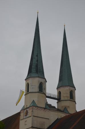 Sankt Phillipp und Jakob (Stiftspfarrkirche): Die 2 Türme
