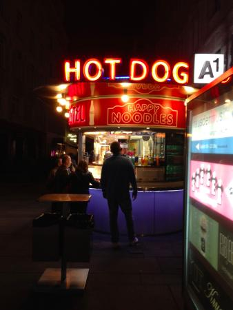 Hotel Erzherzog Rainer: hot dog stall in city centre