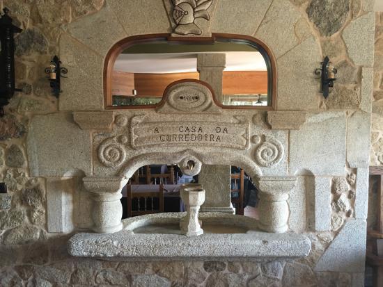 Fuente interior fotograf a de restaurante a casa da corredoira padr n tripadvisor - Fuentes de interior baratas ...