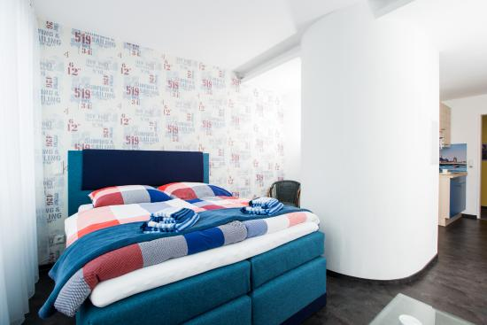 Design sleepy cologne prices condominium reviews for Designer hotel koln
