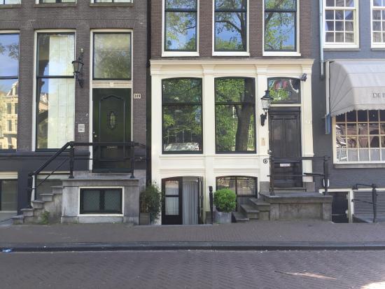 Amsterdam Boutique Apartments: Светлое здание: отдельный вход в цокольные 2-мест.апартаменты