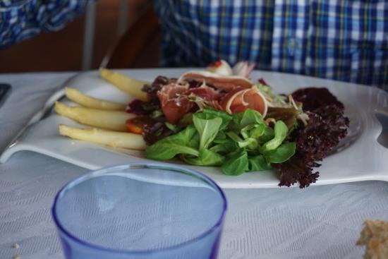 Sant Just Desvern, Spain: Sencilla ensalada