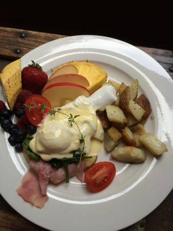 Mecklenburgh Inn: eggs ben