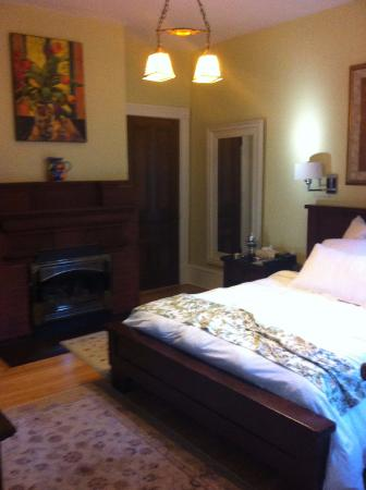 254 South Union Street Guest House: Small room but good layout