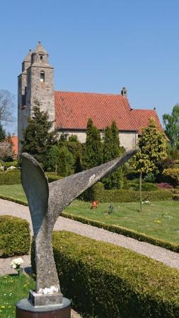 Tveje Merlose Kirke