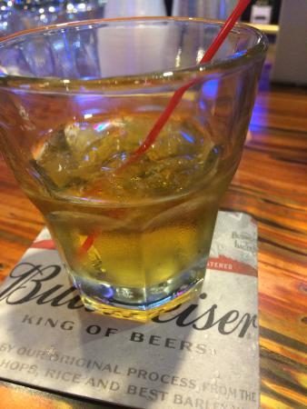 Mavericks Steak & Cocktails: bourbon on the rocks
