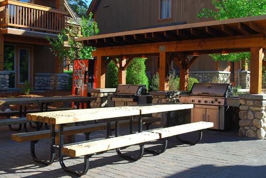 Hidden Ridge Resort: One of the community BBQ areas