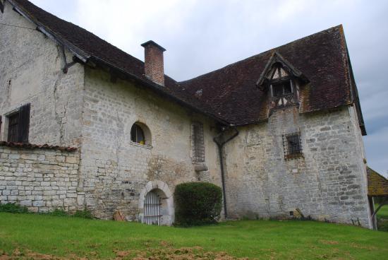 Colombe-le-Sec, Γαλλία: Une bâtisse élevée par les Moines Cistérciens ...