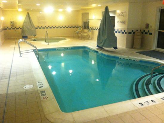 Medford, estado de Nueva York: Indoor heated pool and hot tub