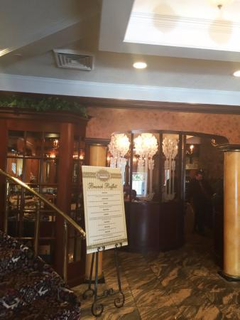 Commack, NY: Entrance to dining room