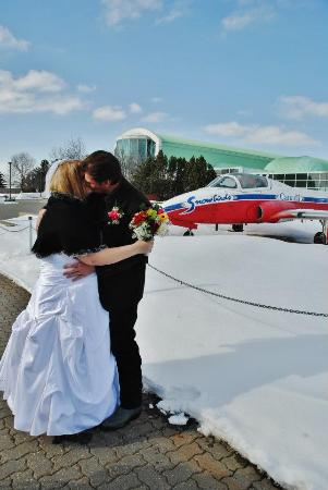 Wetaskiwin, Kanada: Us after being officially married!