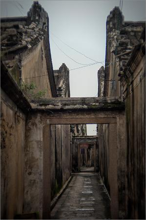 潮安区, 中国, 数百年の歴史がある街並みが残っていて、今も人が住んでいるが、一部は廃墟になっている