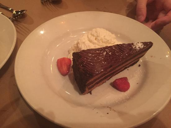 Garden City Park, نيويورك: Chocolate mousse cake