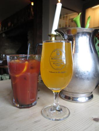 Lower Oddington, UK: Local cider and the best Bloody Mary