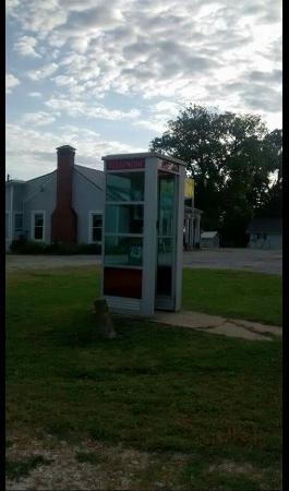 Prairie Grove Airlight Outdoor Telephone Booth
