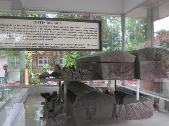Balangay Shrine Museum: ancient burial coffins with skeletons