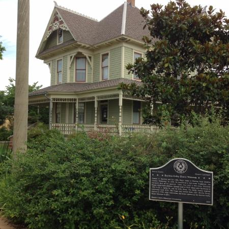 Bayless-Selby House Museum: Front of the house
