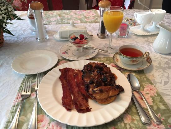 Irish Rose Bed & Breakfast: Rose's delicious blueberry maple pecan French Toast. To die for.