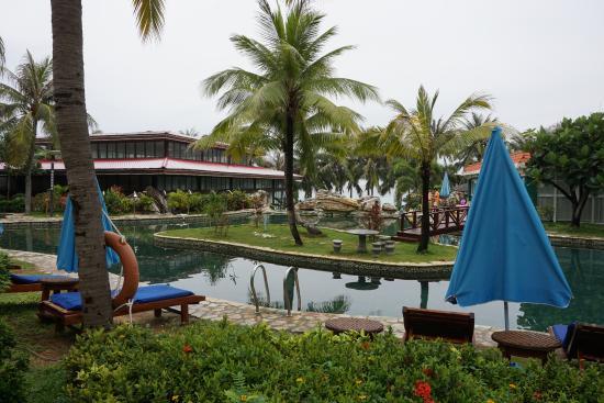 South China Hotel: бессейн