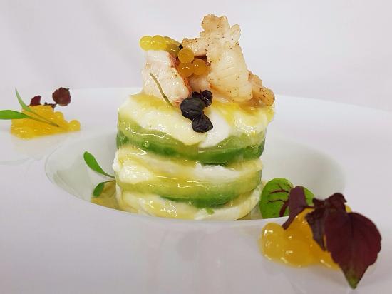 Walchwil, Schweiz: Rainbow - Hummer, Büffelmozzarella,  Avocado und Melone mit Limettencaviar