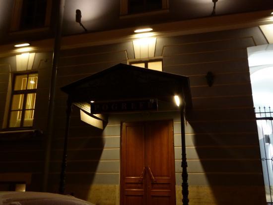 Pogreeb: 入口は暗いとちょっとわかりにくいかな