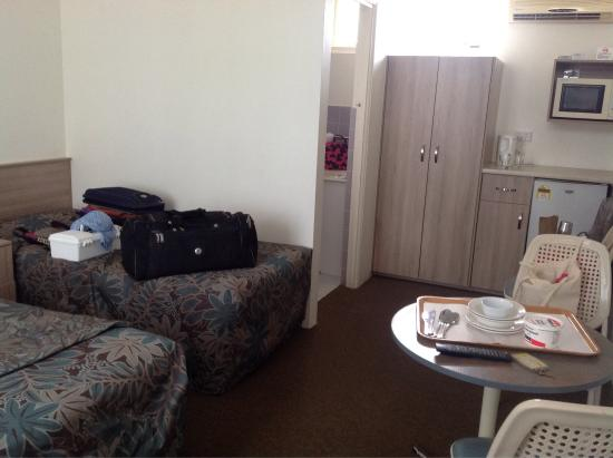 Sandpiper Motel : No benches or floor space for luggage. Used spare bed. Difficult if 3 sharing. Need a long bench