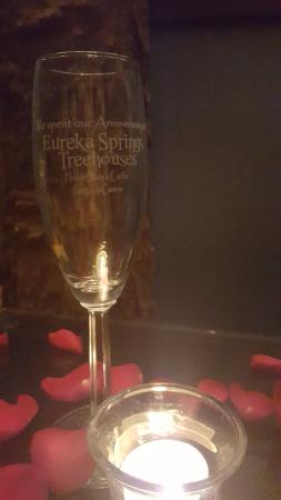 Oak Crest Cottages and Treehouses: Anniversary glasses