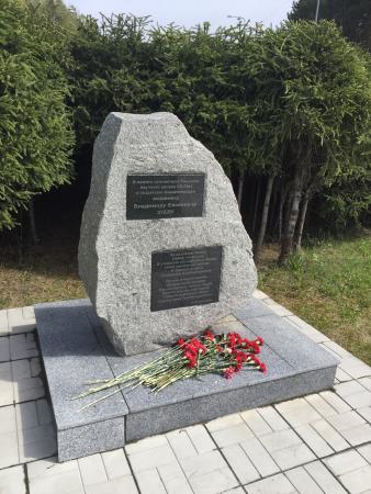 Памятник Бюст В.Е.Зуеву