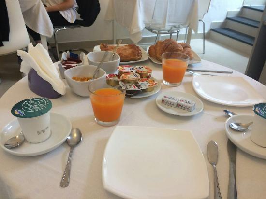Villa Mazzella: Parte della colazione