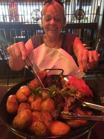 Adelaide Hills, Australien: My Nan with her (our) meat platter