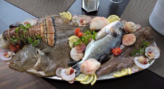 Freilassing, Tyskland: Fischplatte