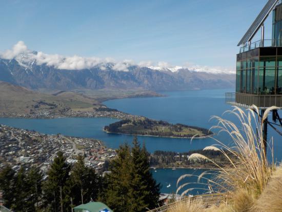 Queenstown, Nueva Zelanda: Photo from top of gondola. At cafe.