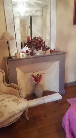 ancienne cheminée dans la chambre - Photo de Chambres d\'Hotes La ...
