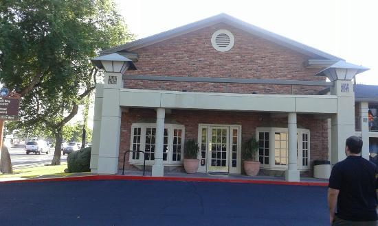 Howard Johnson Scottsdale Old Town: Ingresso hotel