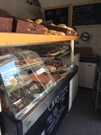 The Fresh Deli and Bakery : Great and kind service. Nice bread, tastes fresh ! We can recommend :)