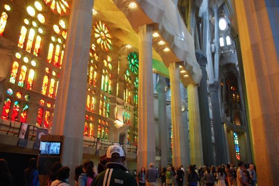 Sagrada familia interior picture of basilica of the - Sagrada familia interieur ...