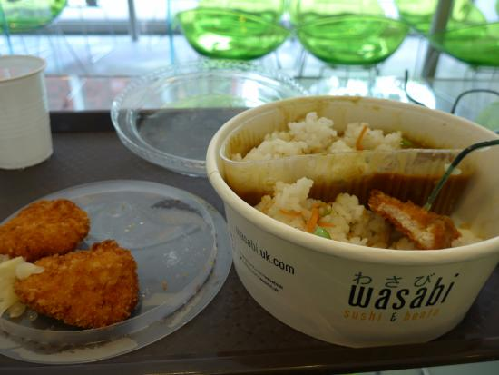 wasabi sushi and bento: Chicken, curry sauce, and rice. Varm(Hot).