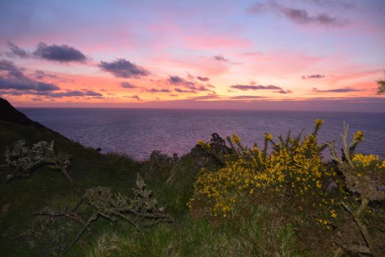 Saint Gennys, UK: Sunset, just 2 minutes from Cleave Cottage