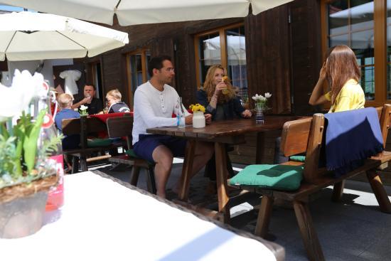 Obersaxen, Ελβετία: Restaurant_Surselva_Terrasse
