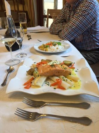 Finningen, Germany: Lachs mit Spargel