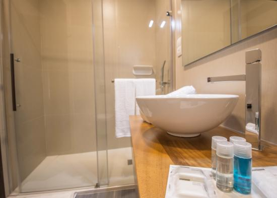 Haz-Zebbug, Malta: Ensuite Bathroom