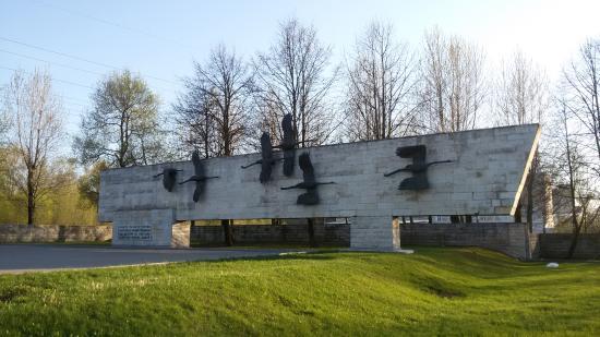 Nevskoye Military Cemetery - Memorial Cranes