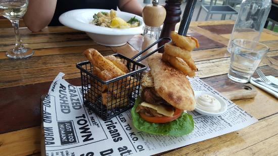 Rowville, Avustralya: Gios Cafe Restaurant