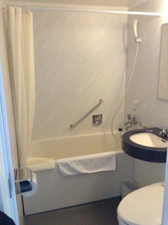 Hotel MyStays Kyoto Shijo: 兩個小孩也能在裡面洗澡的浴缸